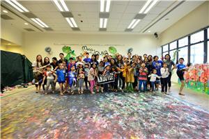 25名家庭會員及校友會家庭參與活動,一同享受Messy Play的樂趣。